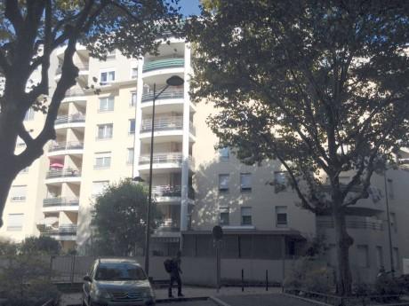 C'est depuis le 7e étage de cet immeuble à Villeurbanne qu'une fillette de 7 ans a chuté - Lyonmag.com