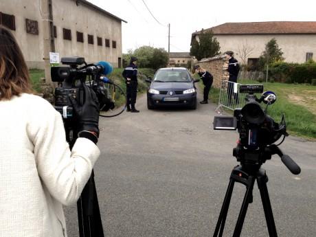 Beaucoup d'agitation ce vendredi à Régnié-Durette après la libération des otages - Photo Lyonmag.com