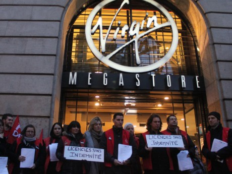 Les manifestants devant le Virgin Megastore du 2e arrondissement - Photo LyonMag