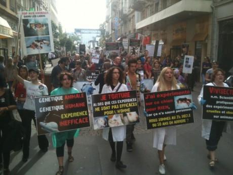 Les manifestants près de la gare Perrache samedi après-midi - LyonMag.com