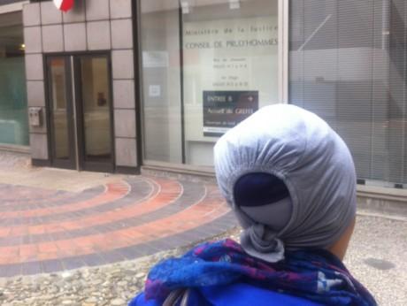 Renvoyée pour avoir porté un foulard sur son lieu de travail, la jeune femme a saisi les Prud'hommes de Lyon - LyonMag.com