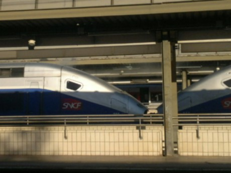 De la fumée se dégage de la motrice du TGV - photo Lyonmag.com