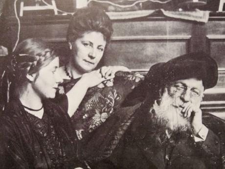 Jeanne Bardey (au centre) et Auguste Rodin - Photo DR