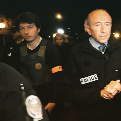 Brassard police et gilet pare-balles pour le collaborateur du ministre - DR