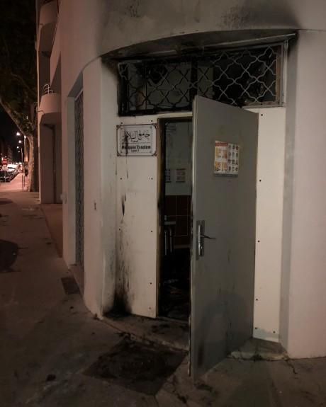 L'entrée de la mosquée de Perrache incendiée - DR Pierre Oliver