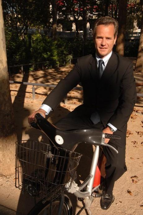 Gilles Vesco, comme des centaines de Lyonnais, est attendu à Saint-Paul avec son Vélo'v - DR Facebook Gilles Vesco