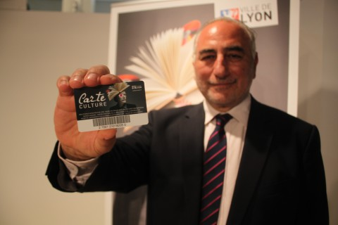 Tenue par Georges Képénékian, la carte culture est vendue 38 euros par an - LyonMag