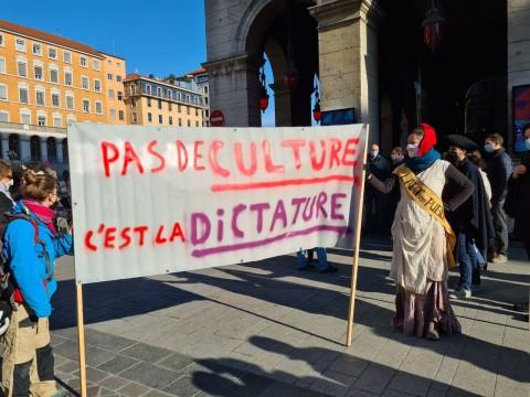 La manifestation débutait place de la Comédie - LyonMag