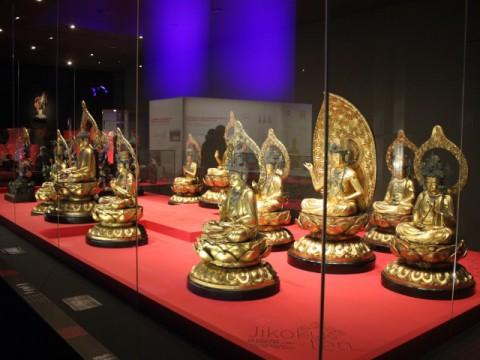 Des statues de Bouddha dans le musée des Confluences - LyonMag