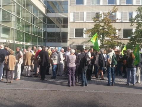 Les manifestants ce mercredi devant le tribunal - LyonMag