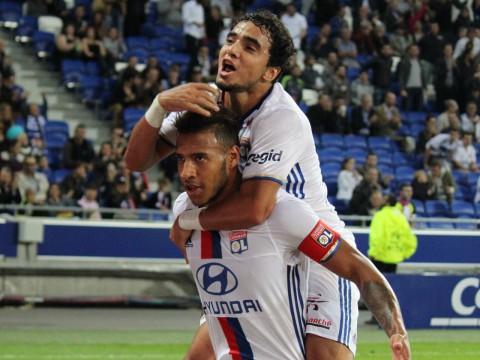 Rafael, ici avec Corentin Tolisso, restait sur de bonnes prestations avec Lyon - LyonMag