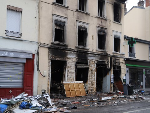 La boulangerie et l'immeuble victime de l'explosion et de l'incendie - LyonMag