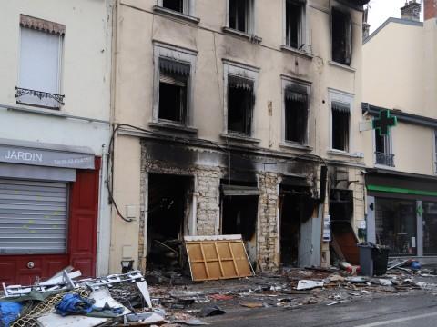 L'incendie avait ravagé la boulangerie et les appartements au-dessus au numéro 125 de la route de Vienne - LyonMag