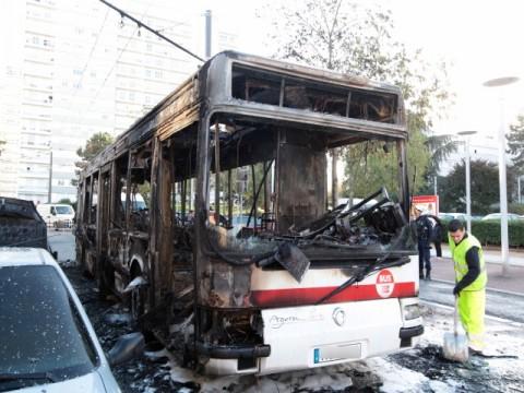 L'incendie d'un bus à Rillieux en 2013 - DR Julien Smati