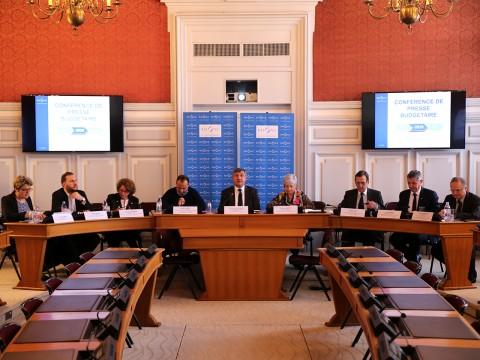 Christophe Guilloteau et ses vice-présidents lors de la présentation du budget - LyonMag