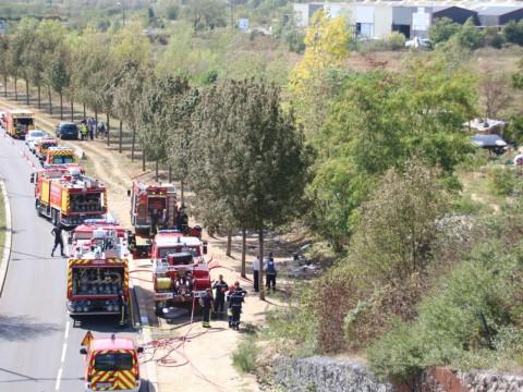 Une cinquantaine de pompiers est intervenue dans le camp de roms - LyonMag.com