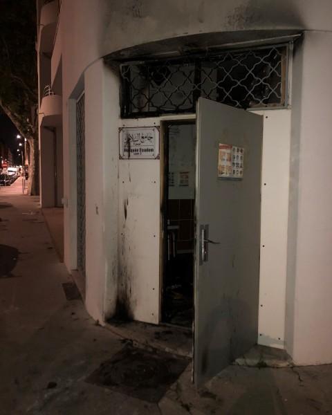Entrée de la mosquée Essalem incendiée ce jeudi matin - DR Pierre Oliver