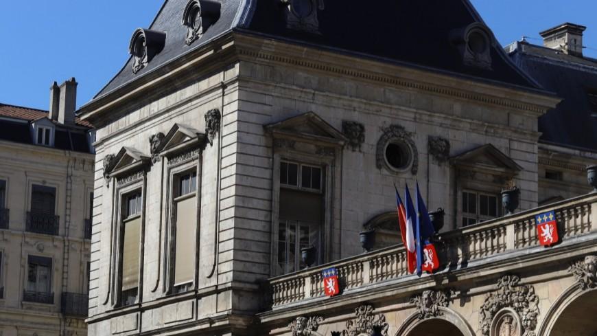"""""""C'est le moment de s'endetter"""" : la Ville de Lyon annonce la couleur, le vert donne des boutons à Gérard Collomb"""