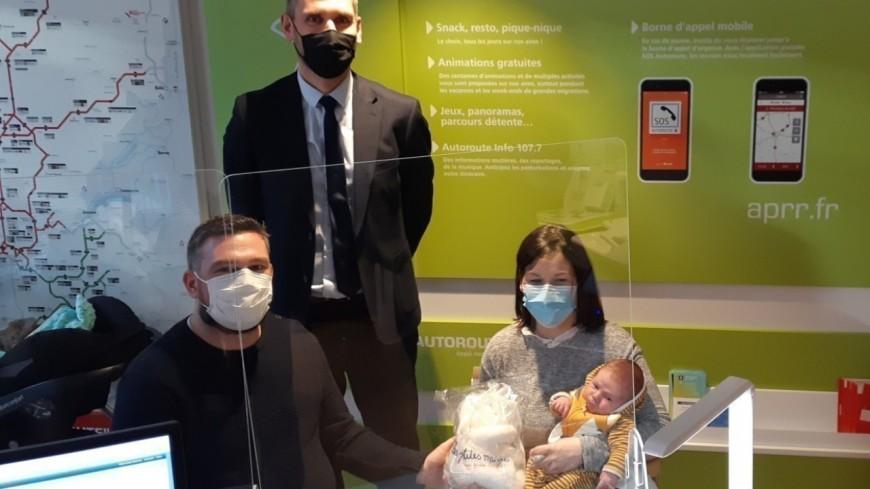 Un an de péage gratuit pour les parents de Tiago, né sur l'autoroute entre Lyon et Grenoble