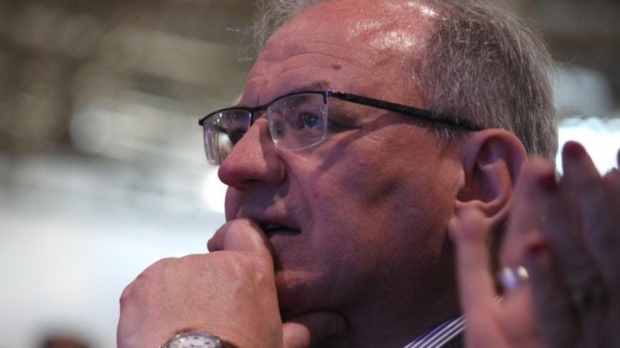 """Lutte contre le cancer : """"il ne faut pas stigmatiser le vin"""" selon le député du Rhône Bernard Perrut"""