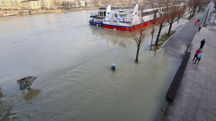 Lyon : une partie des berges du Rhône fermées au public en raison de la crue