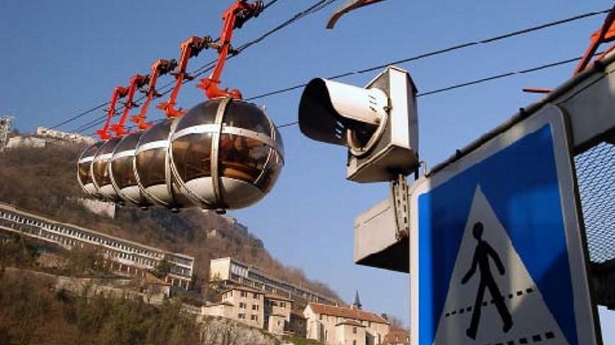 Les élus de Sainte-Foy-lès-Lyon votent cinq voeux contre les télécabines et pour le métro E