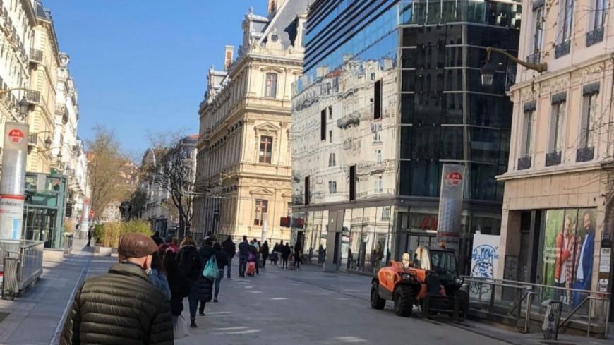 Lyon : grièvement touché d'un coup de couteau en plein jour rue de la République