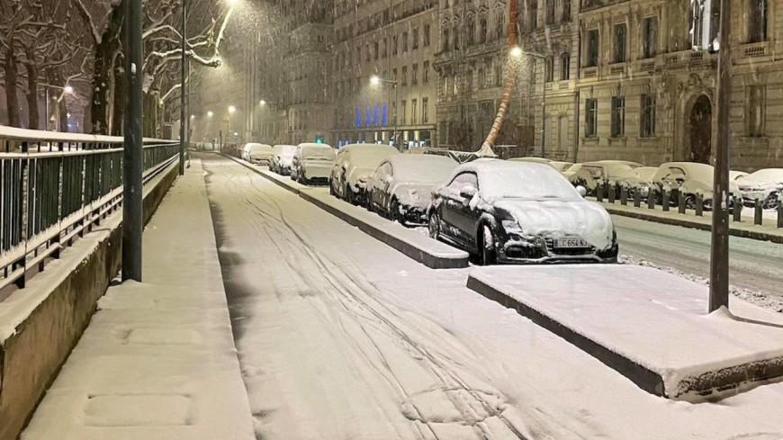 """Jusqu'à 15 cm de neige attendus à Lyon : la Métropole prédit un """"fort risque de blocage du trafic"""""""