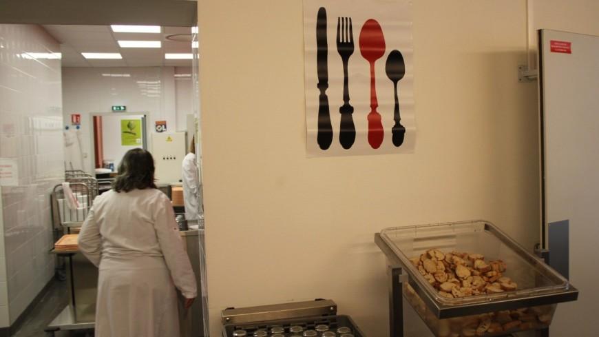 Lyon : la droite demande au moins un repas par semaine avec de la viande dans les cantines, Doucet botte en touche