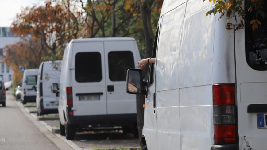 """Lyon : il menace de """"couper la tête aux tapins"""" après avoir dégradé le fourgon de prostituées"""