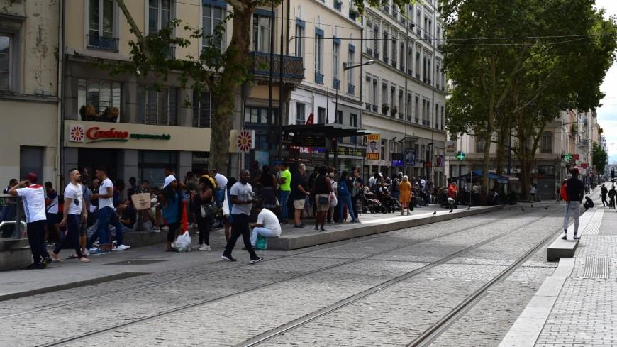 Lyon : elle se fait arrêter pour avoir grillé un feu, mais son compagnon fumait du cannabis dans la voiture