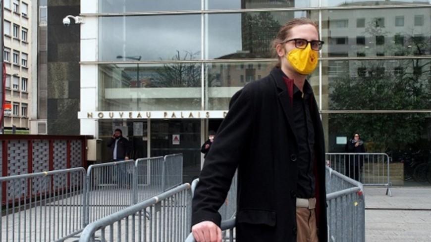Lyon : 500 euros d'amende avec sursis pour le décrocheur de portrait de Villeurbanne