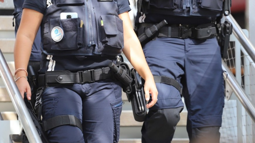 Près de Lyon : la police intervient pour un vol de voiture… et saisit des armes de guerre