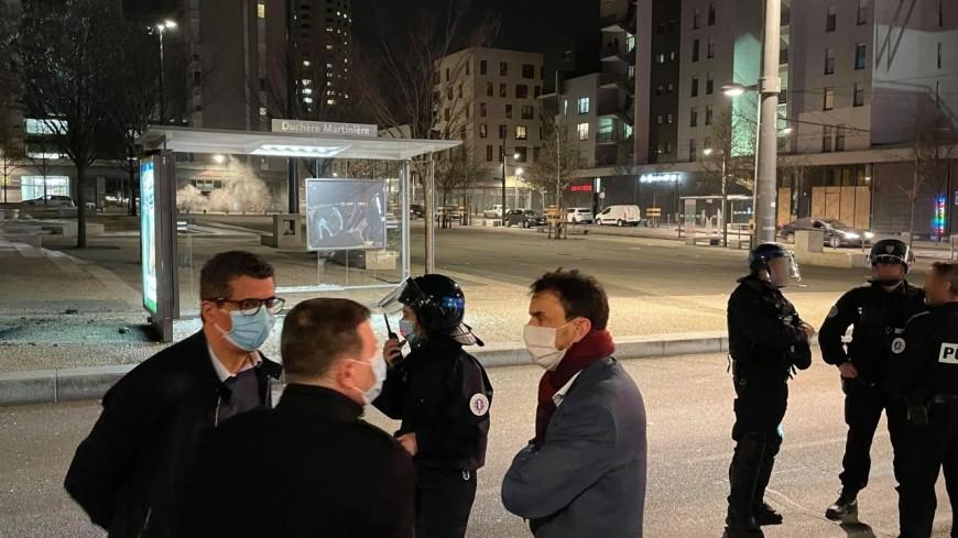 Lyon : Grégory Doucet à la Duchère après les émeutes, pas de cours vendredi au lycée la Martinière