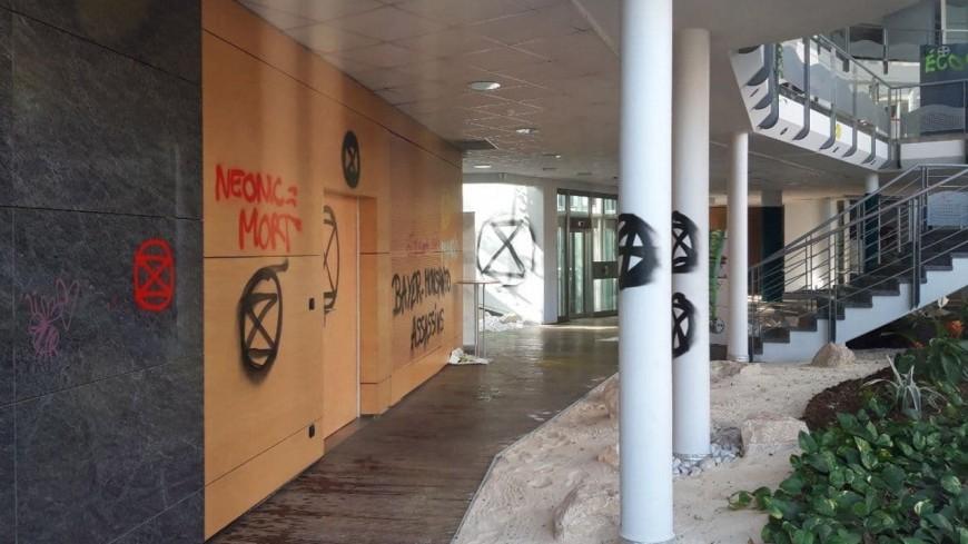 Lyon : les militants d'Extinction Rebellion s'en prennent au siège de Bayer