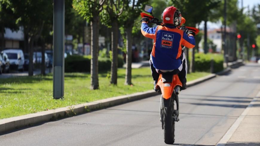 Près de Lyon : avec sa moto-cross, l'ado sème les policiers après une course-poursuite sur plus de 2 kilomètres