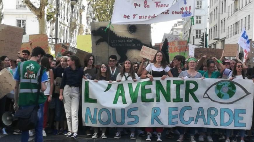 Un millier de personnes réunies à Lyon pour une marche pour le climat