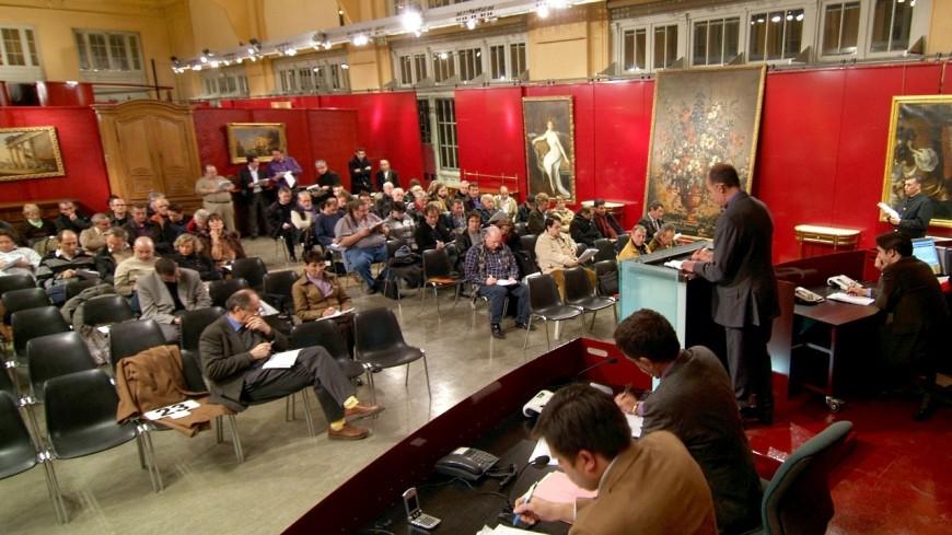 Chaussures, sacs, bijoux : des articles de luxe vendus aux enchères à Lyon
