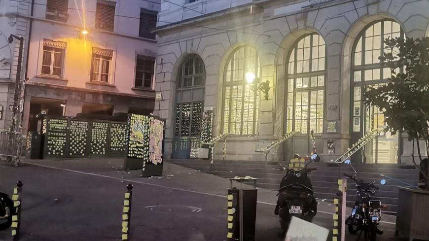 Lyon : la place Saint-Paul recouverte de post-it