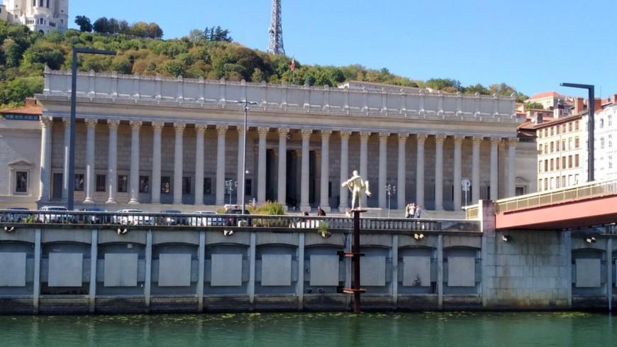 Journée mondiale de sensibilisation à l'autisme : le Palais de justice de Lyon illuminé en bleu ce vendredi soir