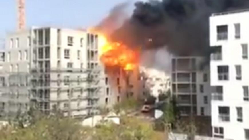 Incendie près de Lyon : pas de blessés malgré l'explosion de deux bonbonnes de gaz