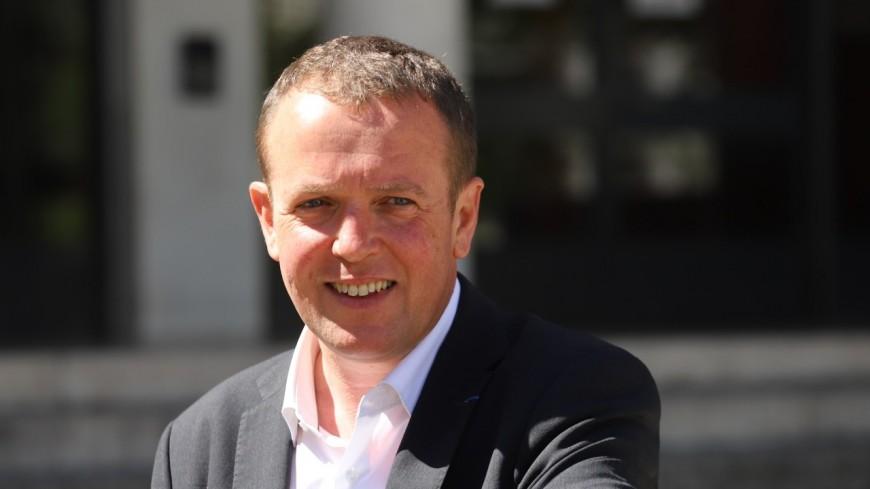 """Cédric Van Styvendael et huit autres maires écologistes et socialistes préconisent des """"emplois verts"""" pour lutter contre le chômage"""