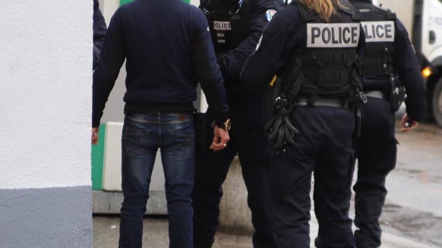 Fusillade en Isère : cinq hommes interpellés après l'hospitalisation d'un père et son fils à Lyon