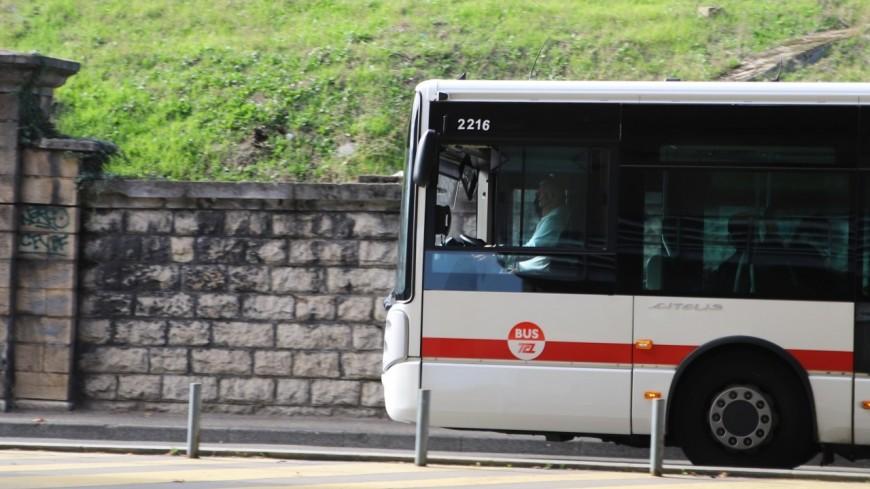 Bus bloqué par un poids lourd à Lyon : un septuagénaire blessé lors d'une altercation avec les livreurs