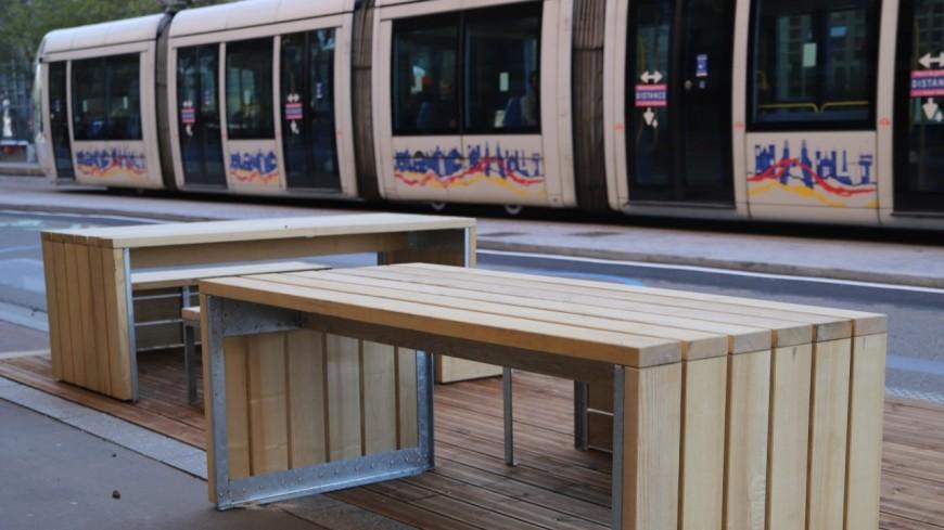Lyon : des tables en bord de route pour accompagner la piétonnisation de la Confluence