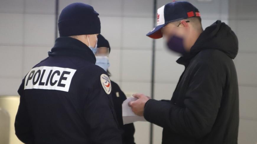 Villeurbanne : il repère un contrôle de police, se rapproche et saisit un agent par le cou