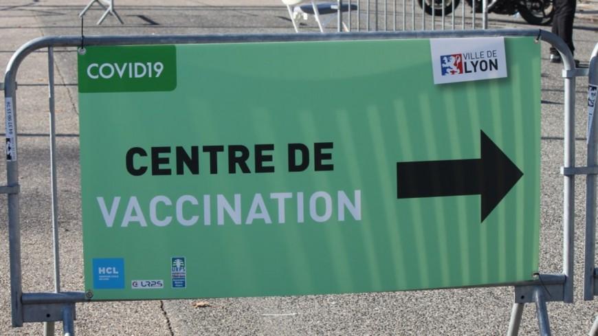 Le 100 000e vaccin anti-Covid administré ce vendredi au Palais des Sports de Gerland à Lyon