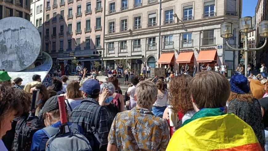 """Lyon : 250 personnes se sont retrouvées pour la """"fierté lesbienne"""""""