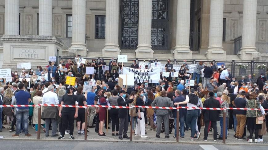 """Lyon : plus de 1000 personnes devant le palais des 24 colonnes demandent """"justice pour Sarah Halimi"""""""