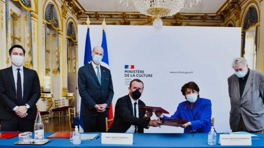 """Le maire de Villeurbanne rencontre Roselyne Bachelot pour officialiser le label """"Capitale française de la culture"""""""